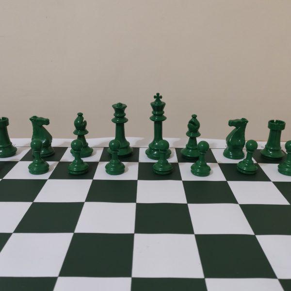 Jogo de xadrez colorido e tabuleiro
